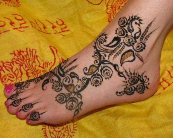 Beatuful arabic foot mehndi designs
