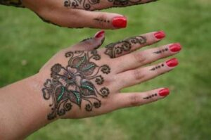 Stylish And Easy Eid Mehndi Designs 2012 for Girls and Women 2