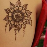 Stylish And Easy Eid Mehndi Designs 2012 for Girls and Women 5