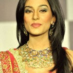 Actress Amrita Rao walks for Agni Jewellers at IIJW 2012 (1)