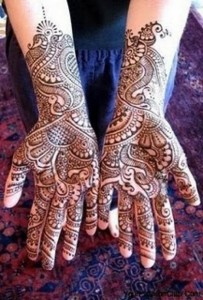 Latest and Beautiful Arabic Mahndi Designs Collection 2012 For Girls (1)