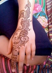 Latest and Beautiful Arabic Mahndi Designs Collection 2012 For Girls (3)