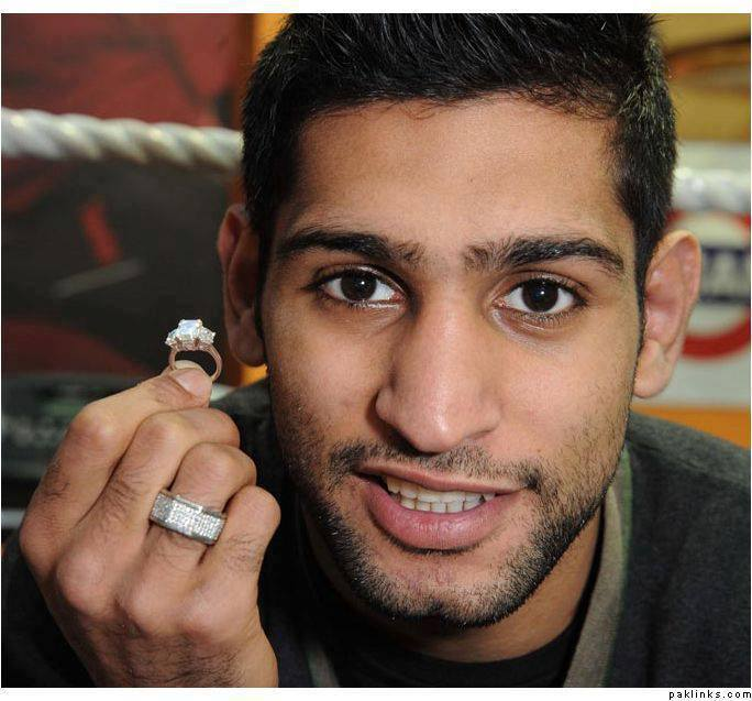 Latest Engagement Pictures Of Pakistani Boxer Amir Khan and Photo Shoot (1)