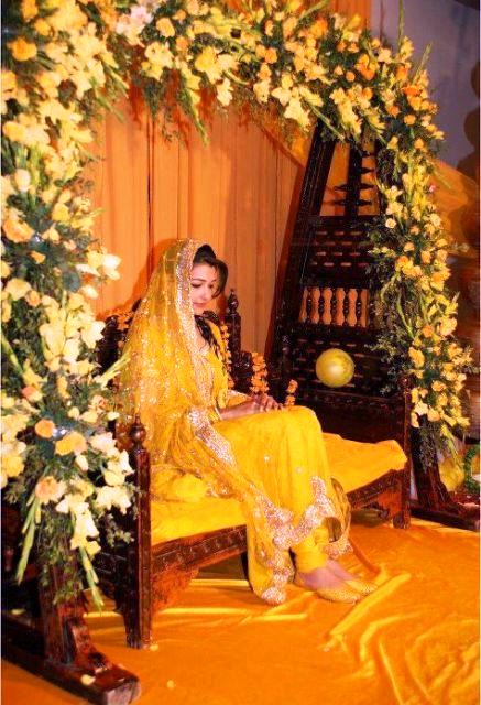 New 2013 Beautiful Mehndi Dresses Designs