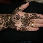 Stylsih Eid Mehndi Design 2013 For Girls 004