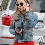 Hilary Duff grabs a coffee from Starbucks