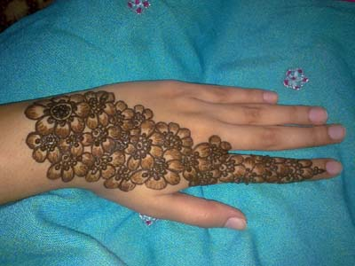 Innovative Henna Styles Regarding Ladies Inside Pakistan (2)