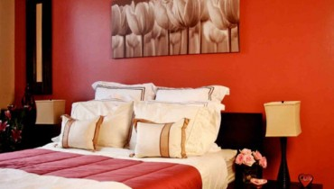 Shining Red Colour Combination For Master Bedroom (7)