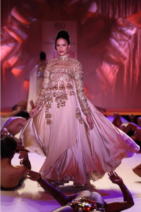 Top 10 Gowns Models Throughout Indian Fashion Business (7)