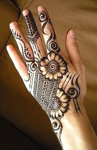 Beautiful Hand Henna Mehndi Design For Eid-Ul-Azha (1)