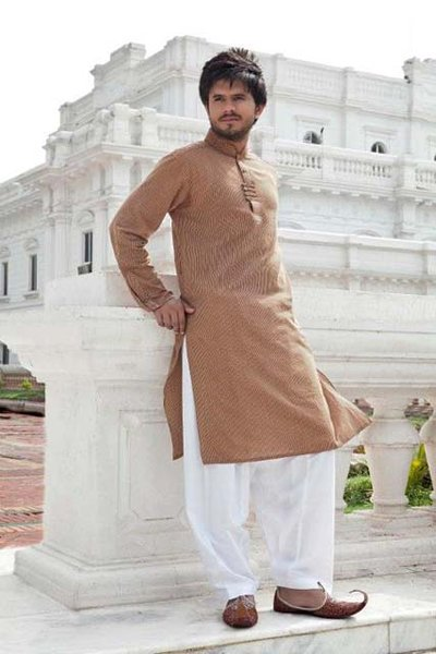 Newest Tendency Of Everyday Kurtas Shalwar 2014 Assortment For Guys (1)