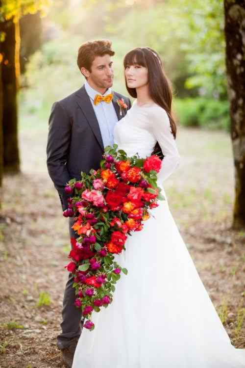 Stunning & Special Cascade Bouquets 2015 For Winter Season Marriages (11)