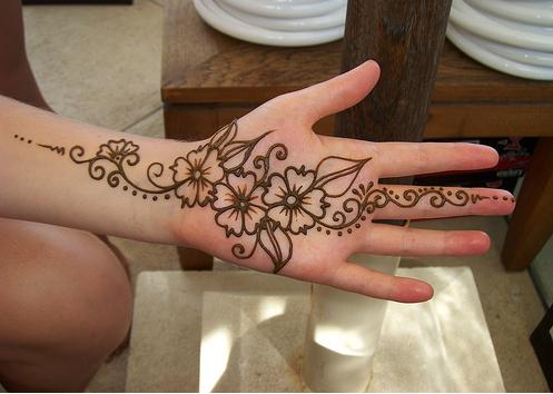 Simple Mehndi Design for kids 2017