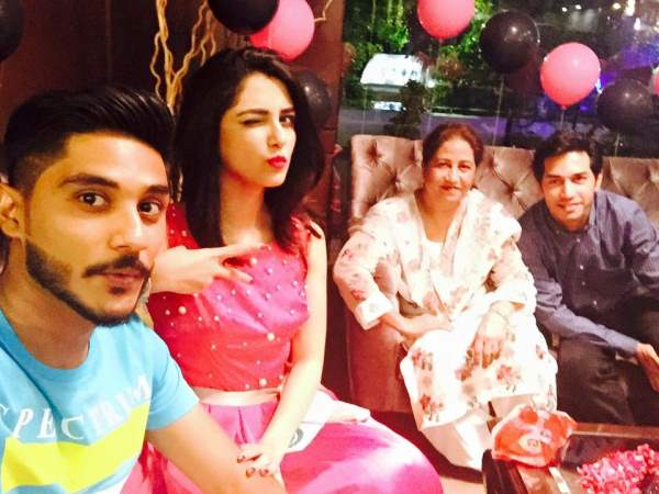 Beautiful Actress Maya Ali Birthday Celebration (1)