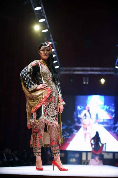 Fozia Hammad Bridal Dresses At Doha Iff 2015 (6)