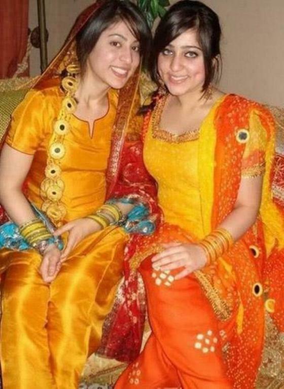 Pakistani Bridal Hairstyle Dresses For Mehndi Day Newfashionelle