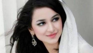 Yumna Zaidi smiling pictures