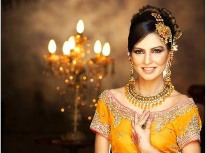 Pakistani mehndi-dresses-and-hairstyle