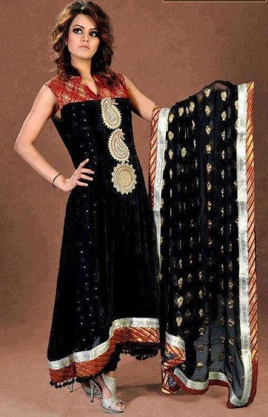 Latest Pakistani Stylish Salwar Kameez