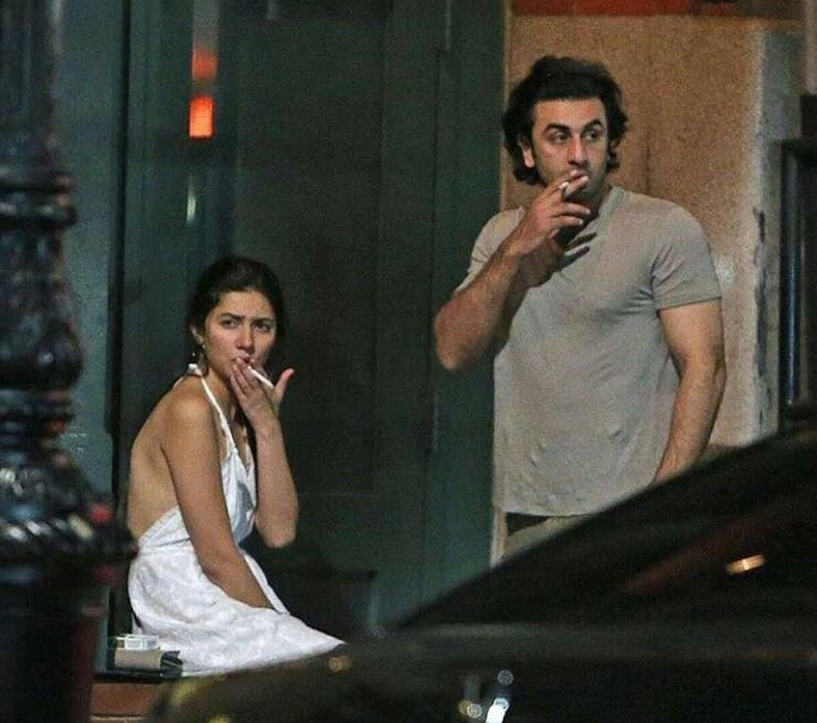 Mahira khan Snapped with Ranbir kapoor - Smooking Together Friday