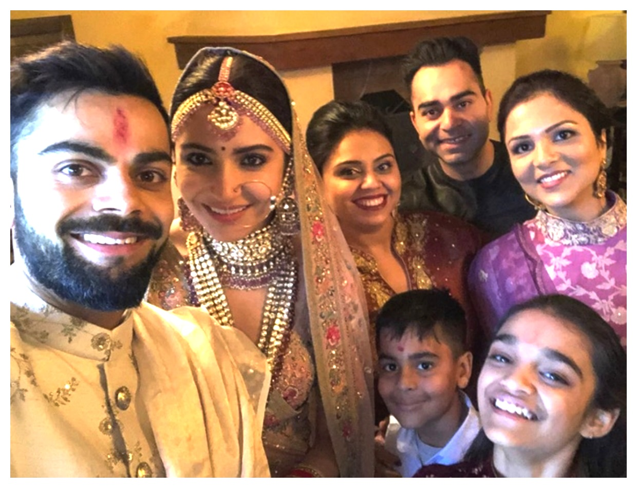 Anushka Sharma And Virat Kohli new wedding mehndi video pics